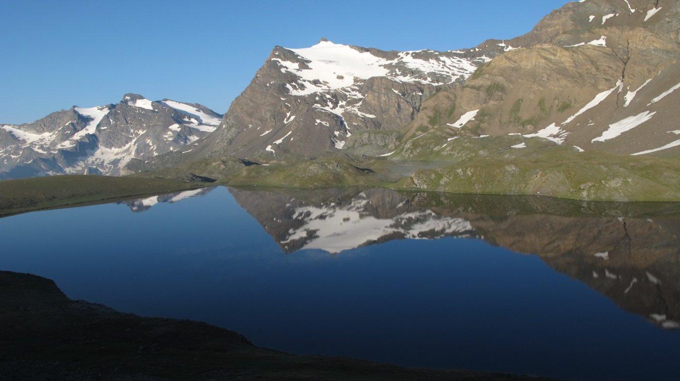 La Basei si specchia nel lago Rosset
