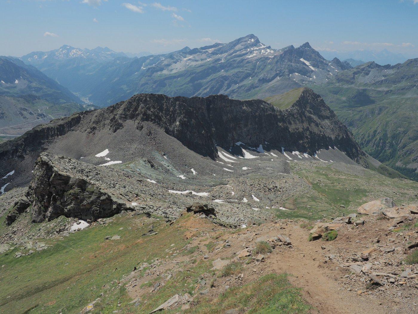 Scendendo verso il colle Salza dall'Hochlicht, con l'omonimo vallone sulla destra