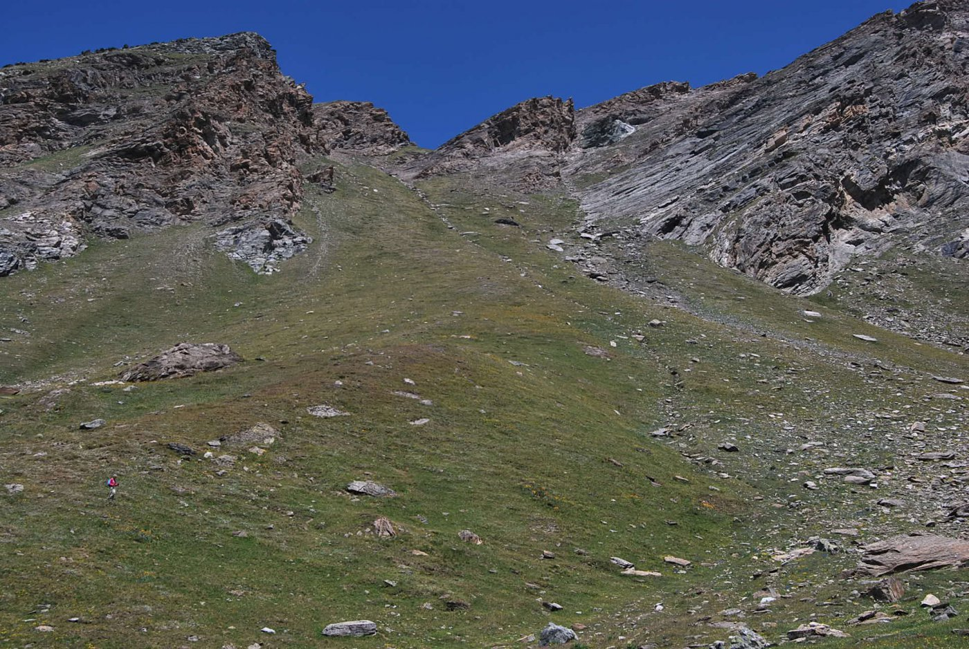 Il canalone di discesa visto dal fondo del vallone