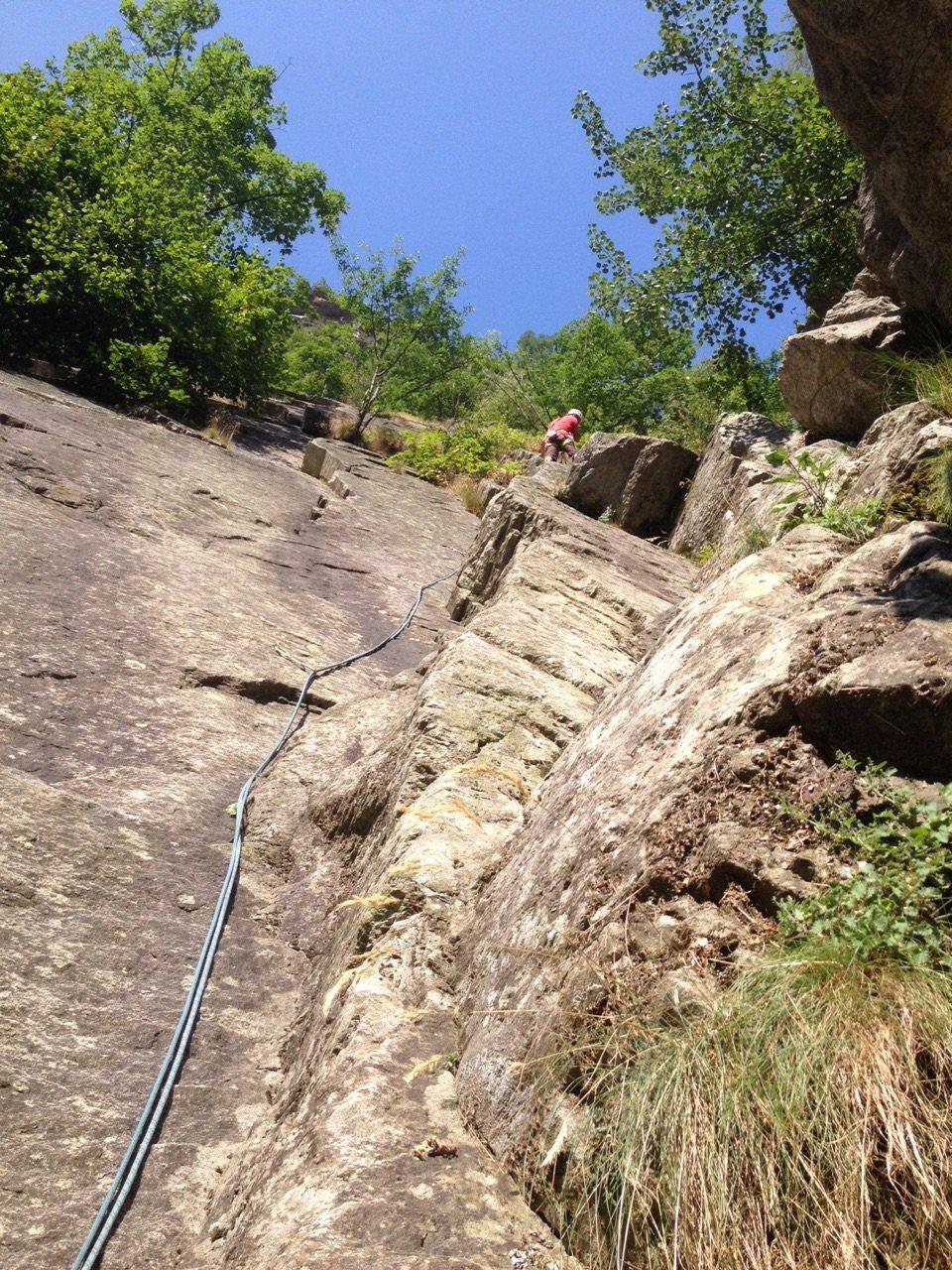 Laouza (Rocca d'la) Spigolo dei rododendri 2015-07-11