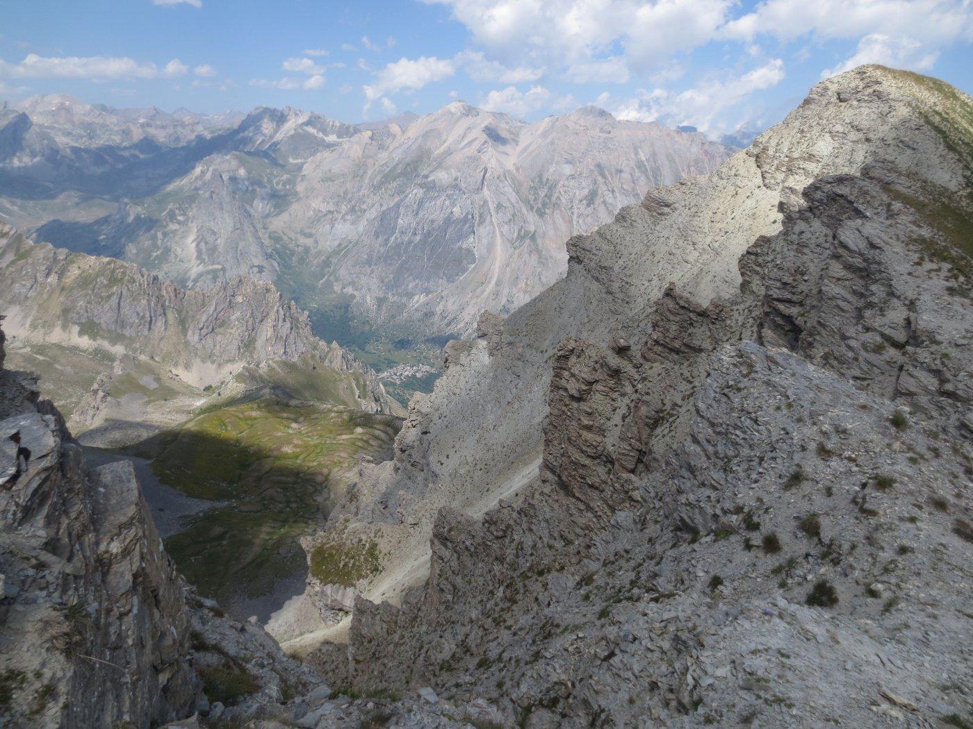 Dalla vetta del Soubeyran si intravede Chiappera in fondo valle