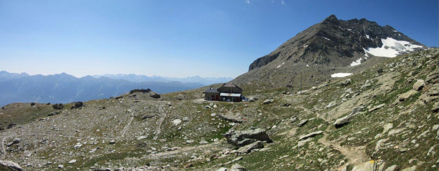 Il rifugio e il Monte Niblè