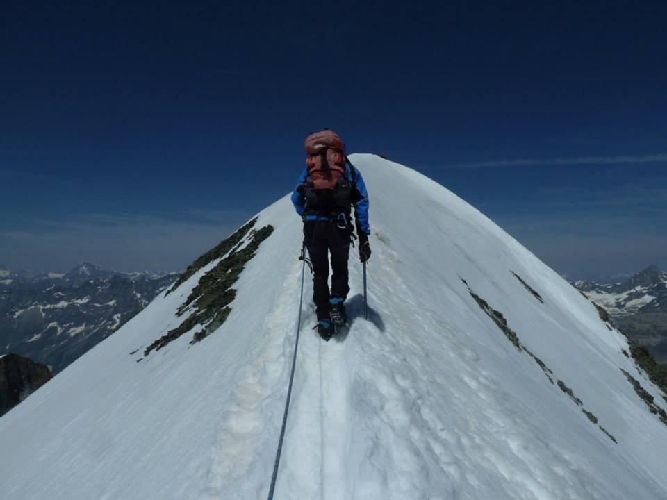 ultimi passi in cresta prima dell'arrivo in vetta del Breithorn occidentale