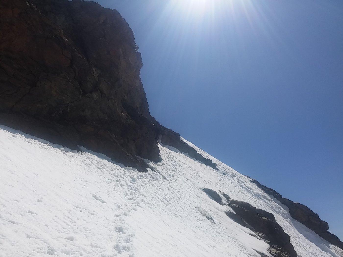Il camino da salire, dove finiscono le tracce contro la roccia