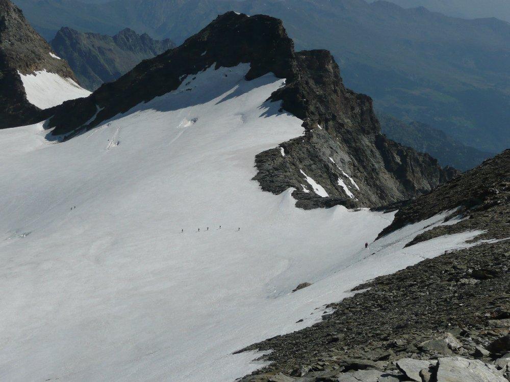 Quelli che scendono verso la Thuile sul ghiacciaio del Rutor