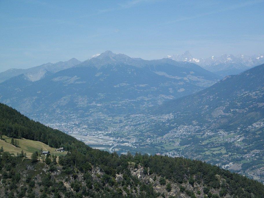 La piana di Aosta con BIanco e Jorasses sullo sfondo