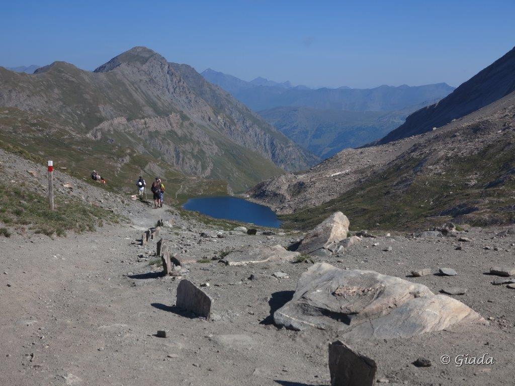 Dal Col Vieux si scende al Lac de Foreant