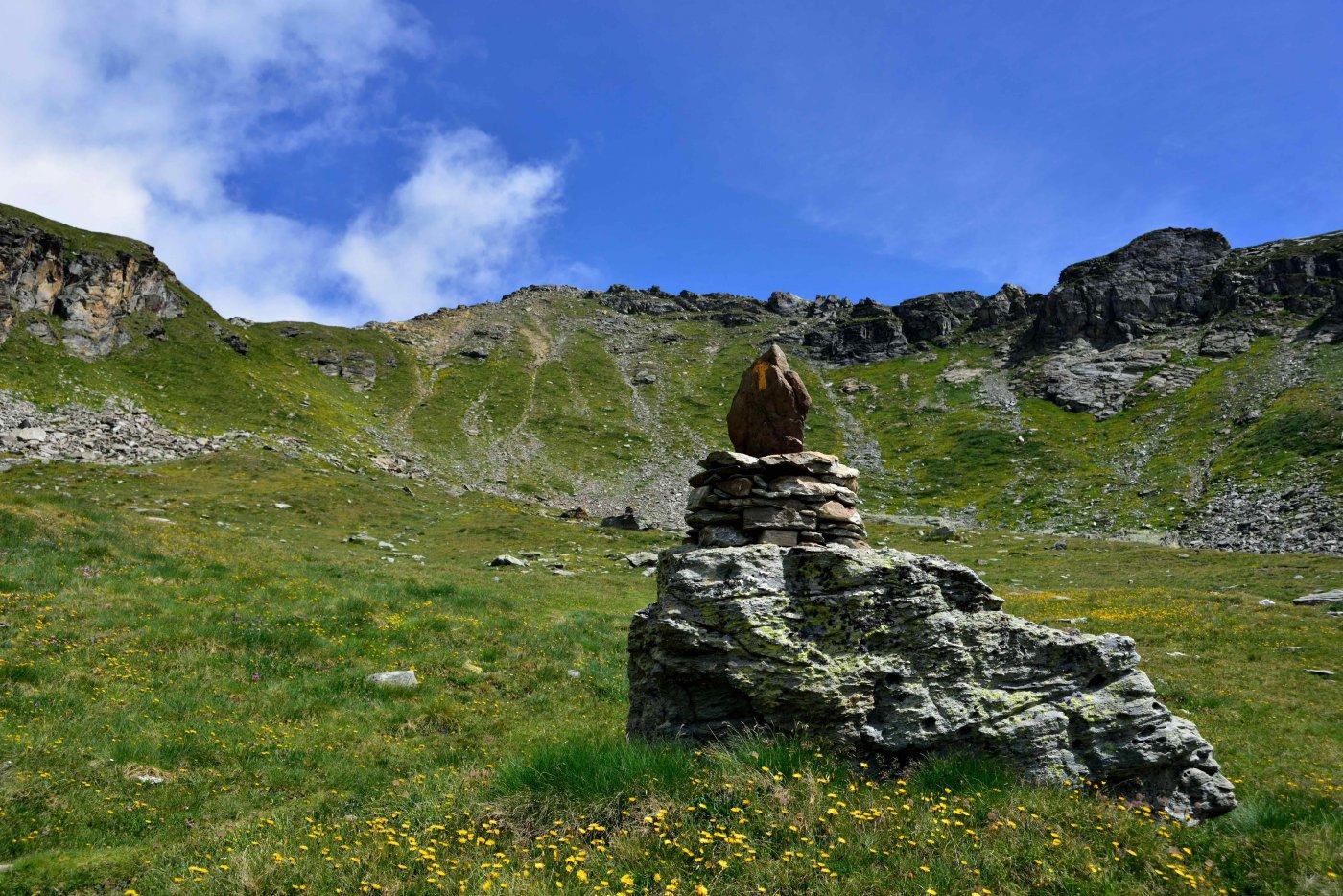 Il versante sud della Punta Valnera. A sin. il colletto 2681 m.
