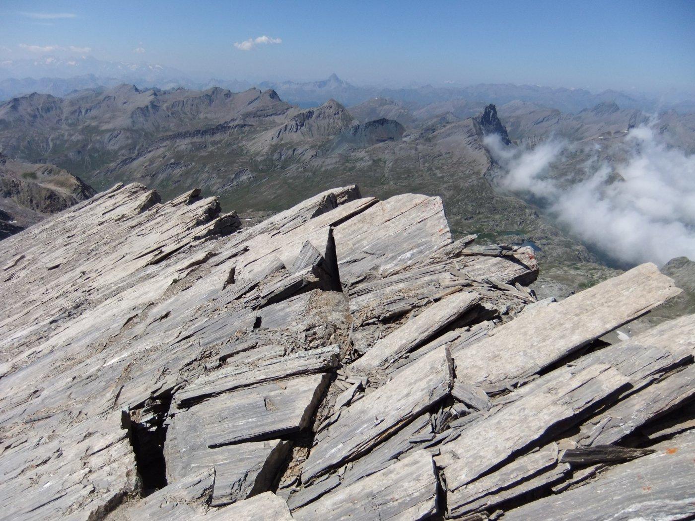 Il roccioso crinale a strapiombo