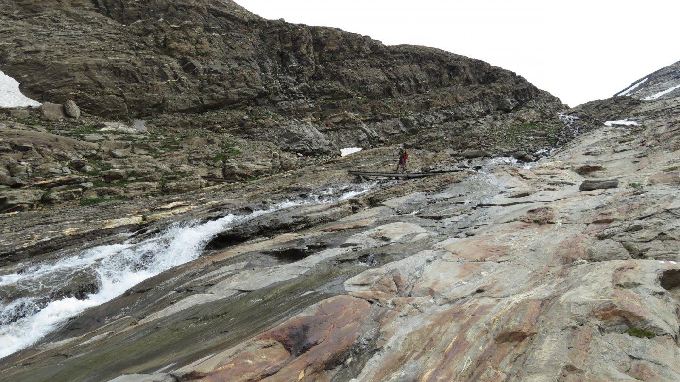 risalendo le placconate nella parte alta del Vallone Chaltiwasser...02 (18-7-2015)