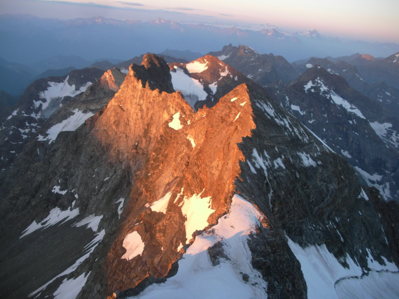 le Petit Murailles dalla cresta sud ai Jumeaux..alle prime luci dell'alba..