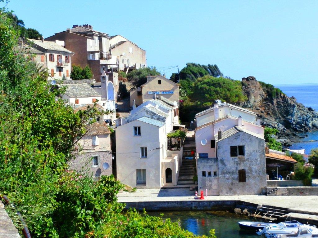 Le case con i tetti di pietra