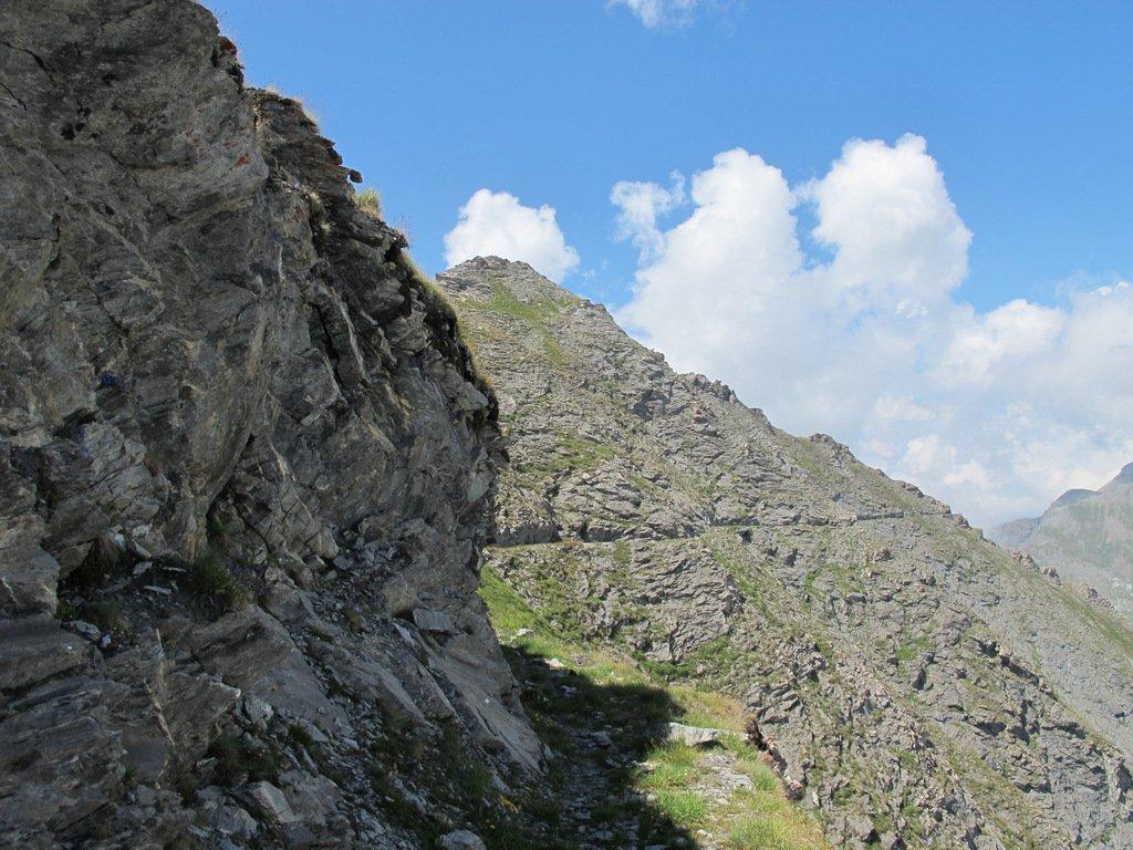 Un tratto del bel sentiero degli alpini