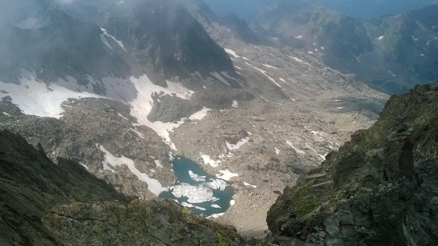 lago di nasta visto dalla cima