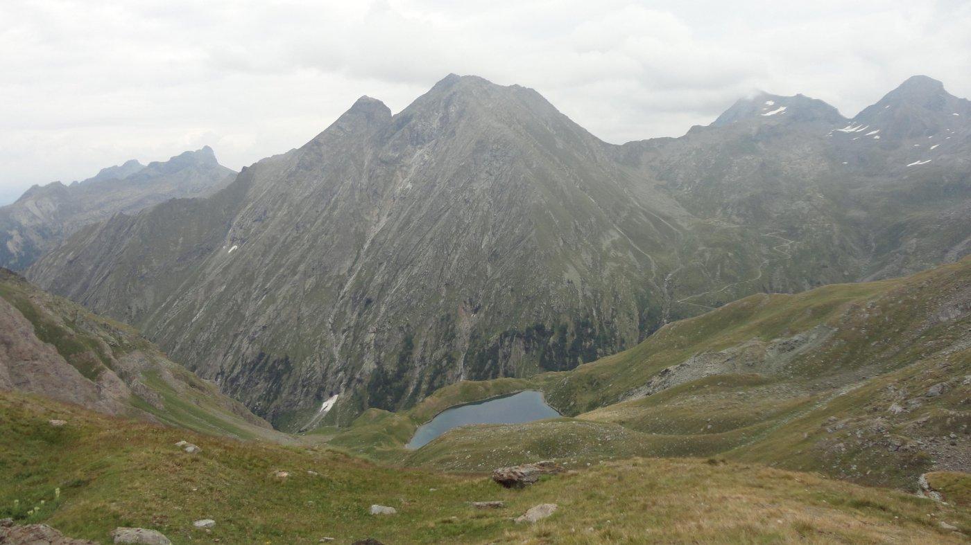 il lago scendendo dal colle
