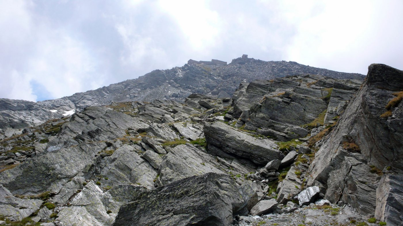 In alto la Caserma Malamot.