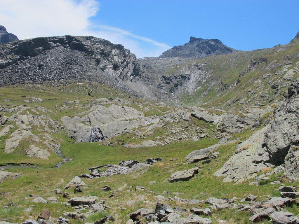 Il vallone del Pousset, in fondo la Testa del Gavio