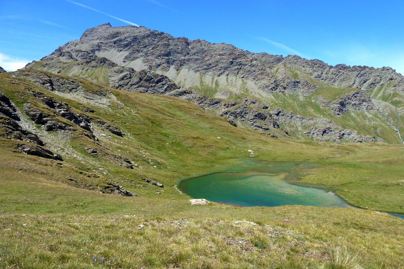 il lago inferiore di fioniere con sfondo della ramiere