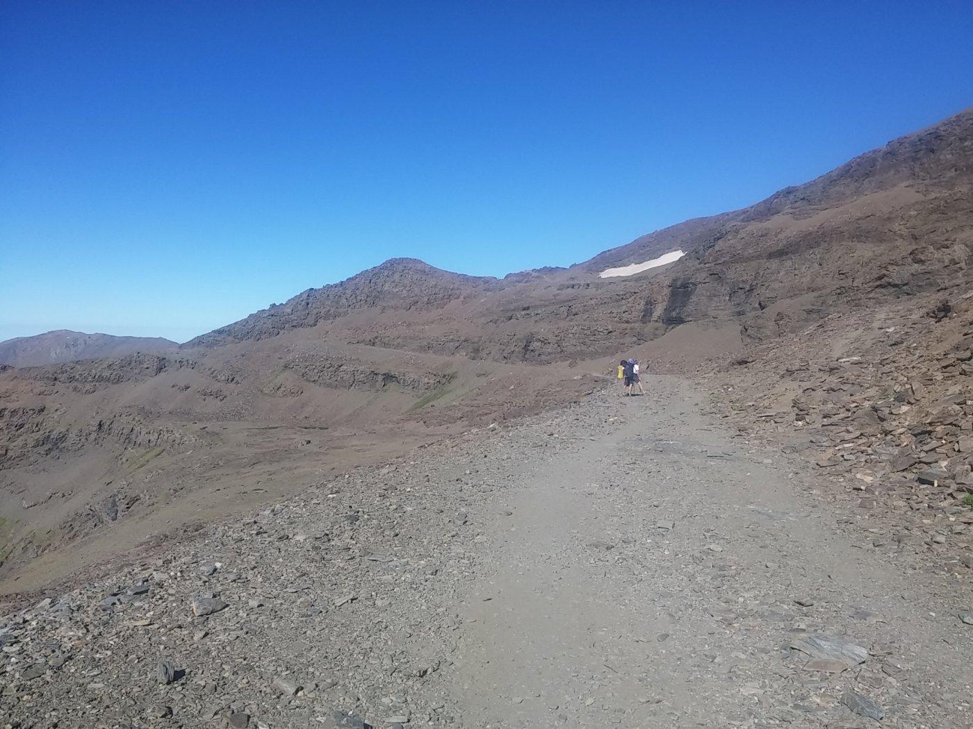 Lungo la strada alta, lasciandosi indietro il Pico de Veleta