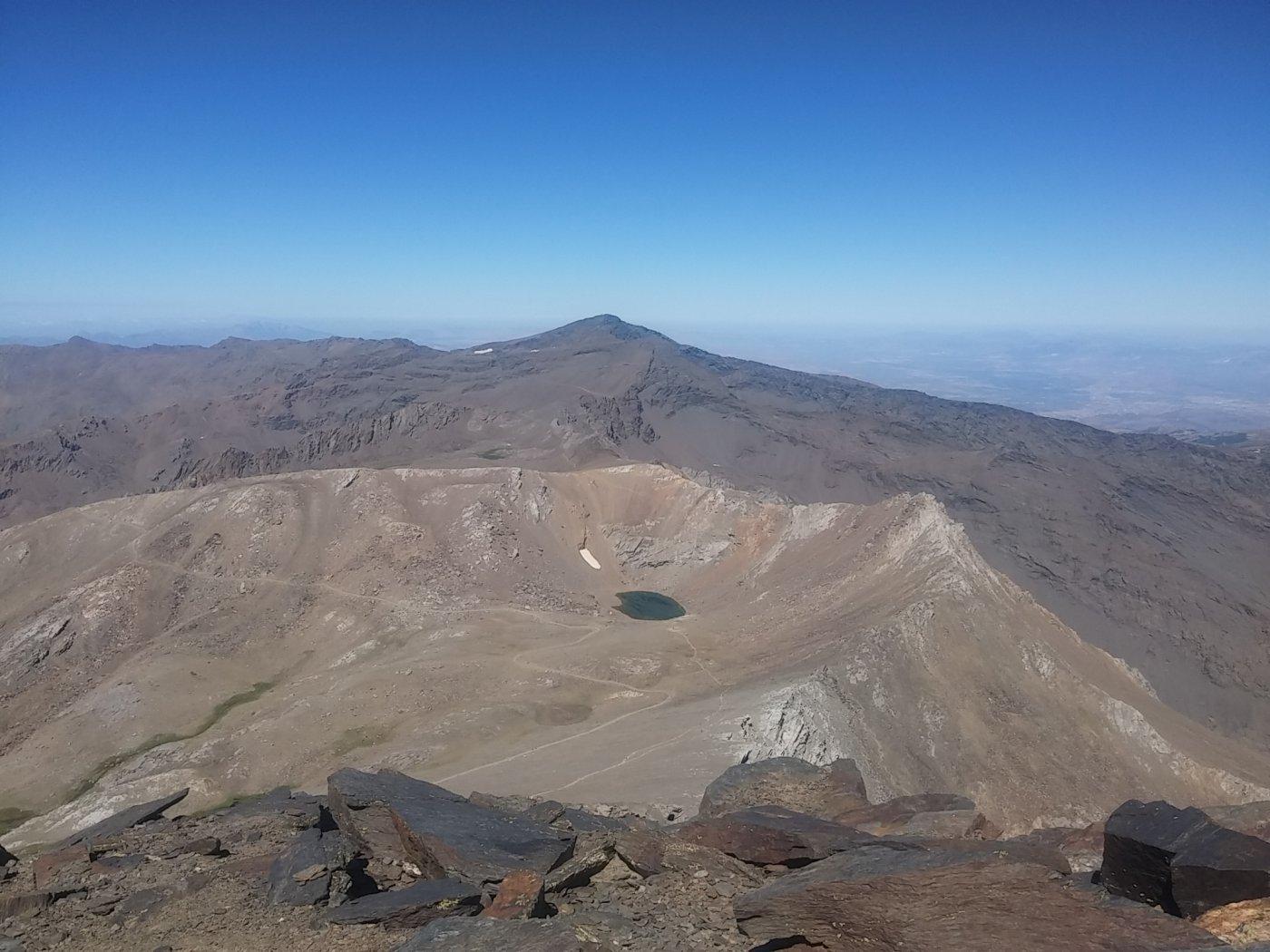 Il Pico de Veleta in lontananza visto dal Mulhacen