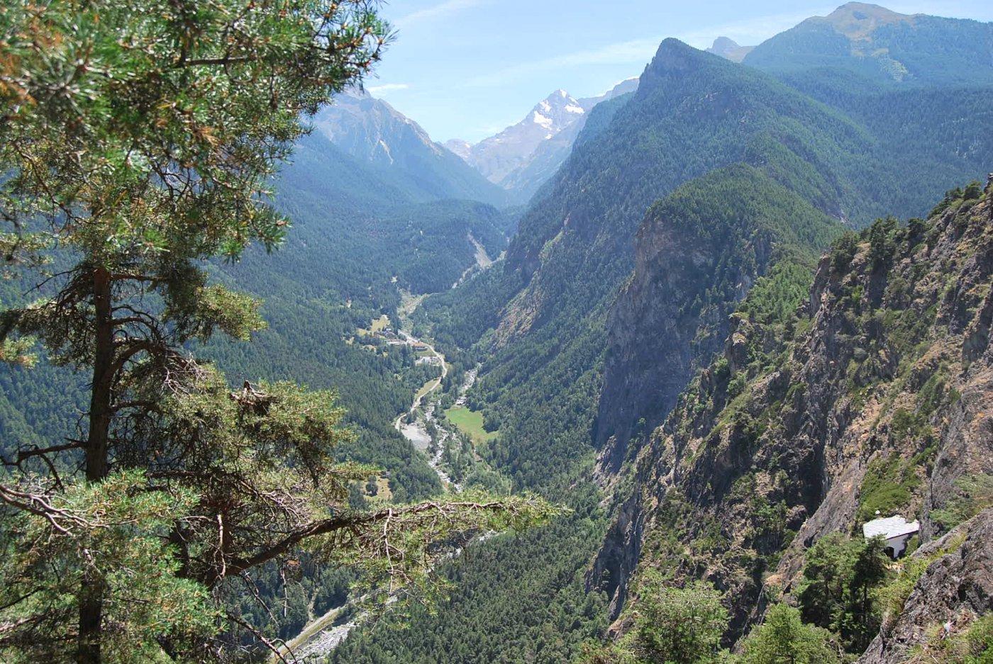L'eremo ed il solco della Val Clavalitè