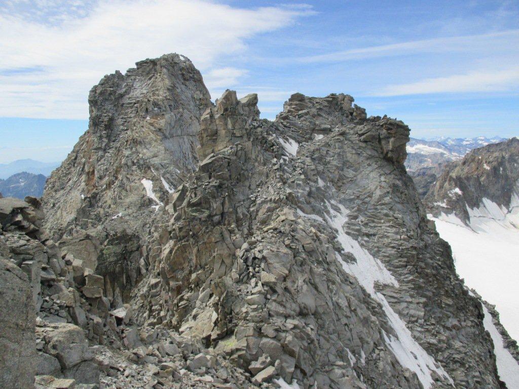 Scendendo dal Sant'Andrea NE verso la cima SO (a dx) e il Gr. S. Pietro (a sx)