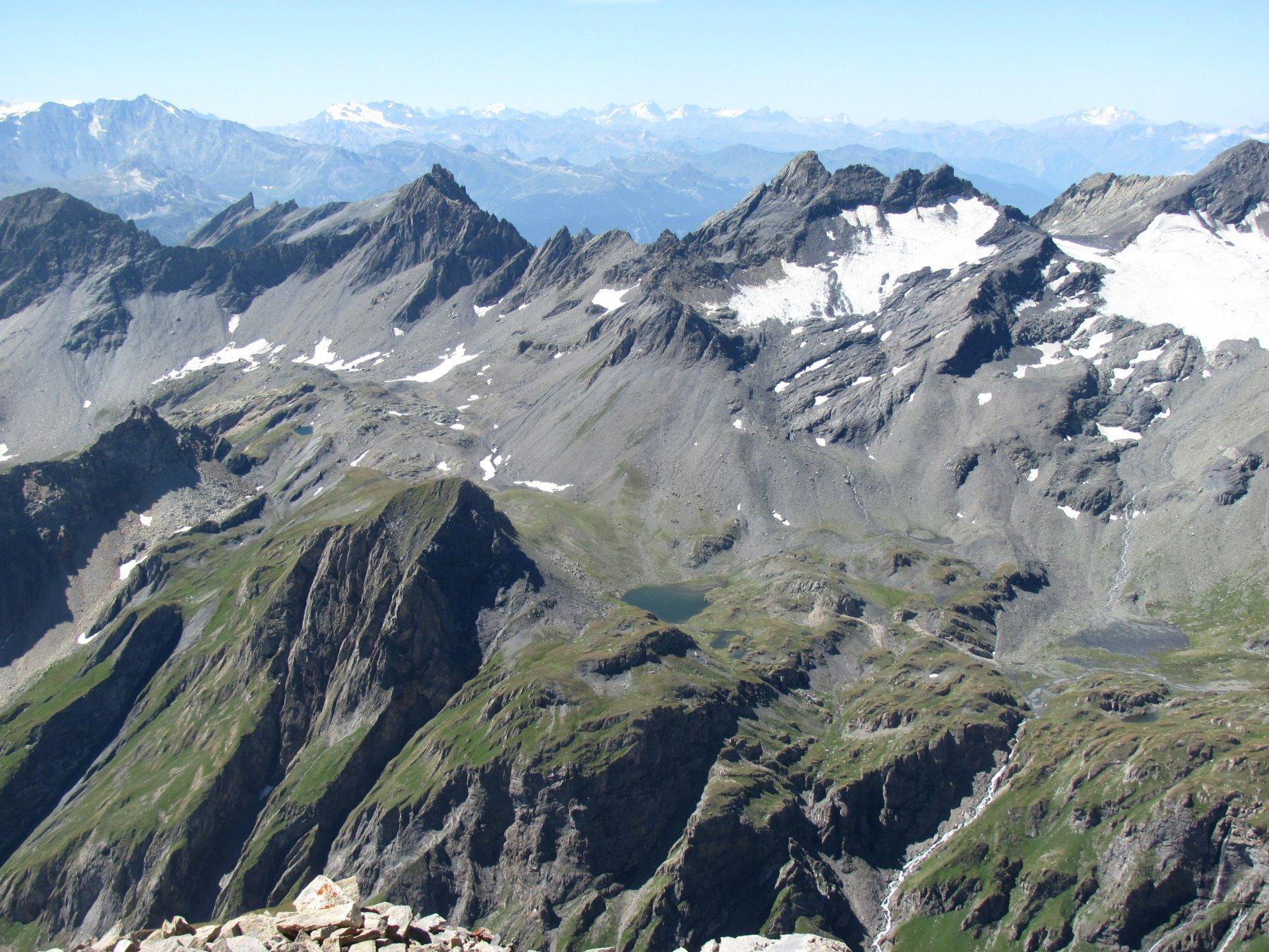 visuale su Lancebranlette, Roc de Belleface, M. Fourclaz e Aig. de l'Hermite, con il lago di Tormotta
