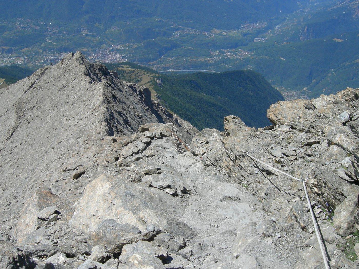 corde fisse nelle ultime rampe verso la cima