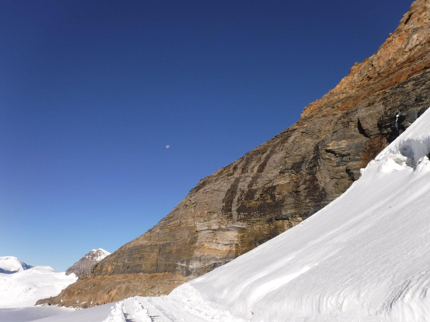 cresta rocciosa iniziale vista dal rifugio