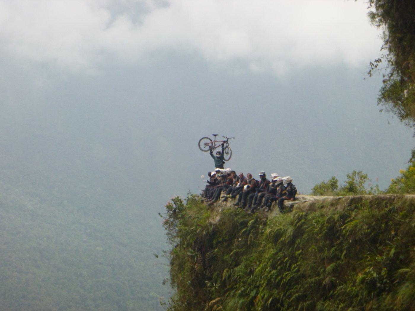 Foto di gruppo su uno dei tanti dirupi