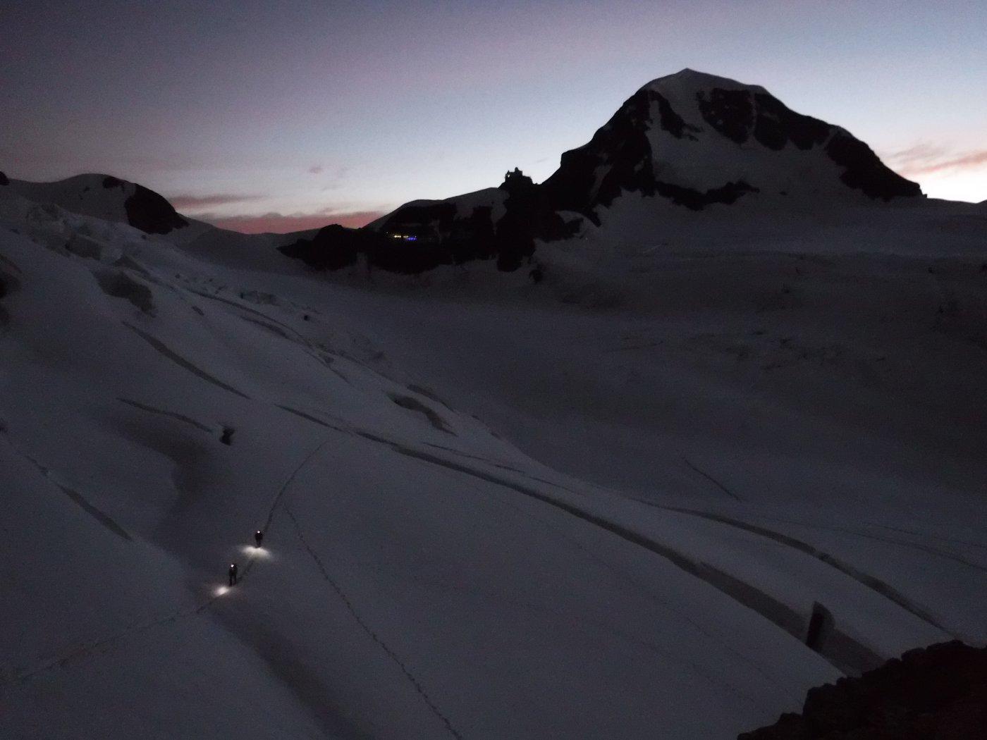 prime luci dell'alba sul Monch