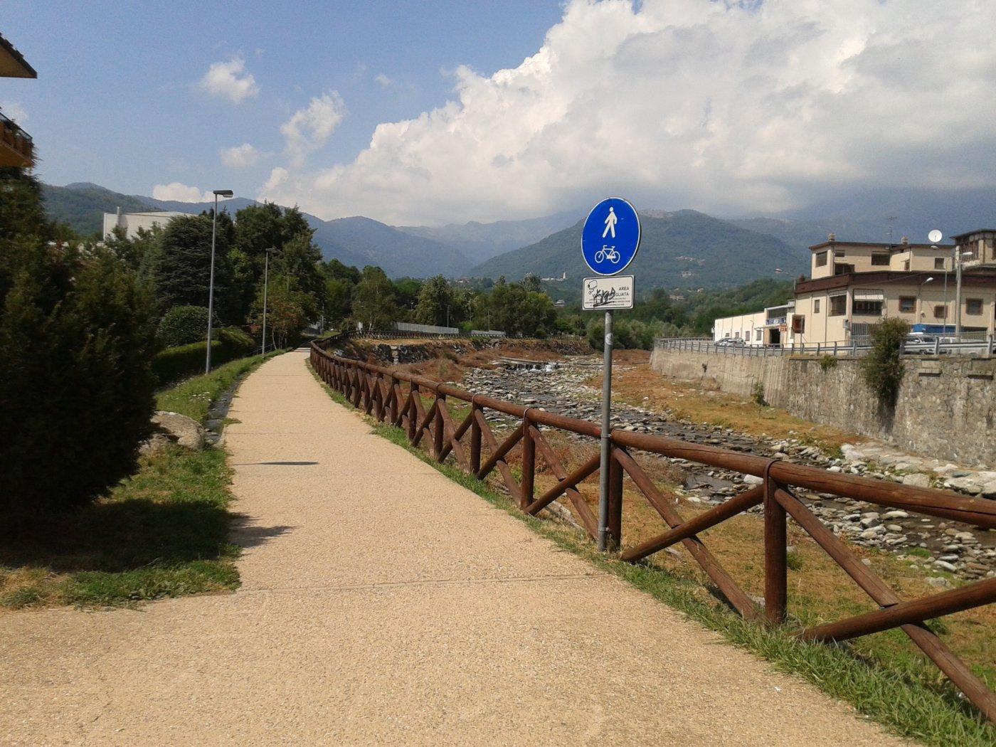 lungo il torrente tesso a Lanzo verso il sentiero 420A in regione Cates