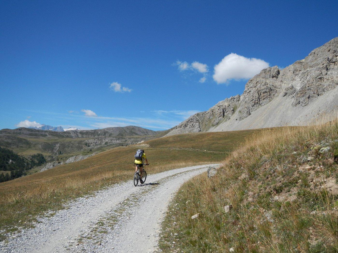 il panoramico tratto a mezza costa verso il  Col de Granon