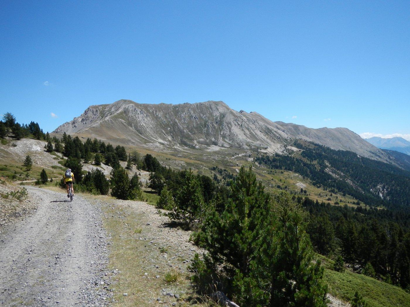 tratto di sterrato in direzione del Col de Barteaux