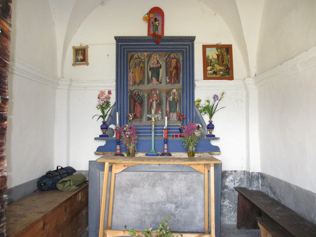 L'interno della cappella Madonna delle Nevi