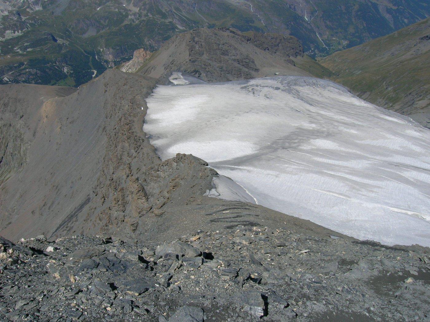 Dalla cima: prima parte di discesa,cresta e continuazione sulla sx.