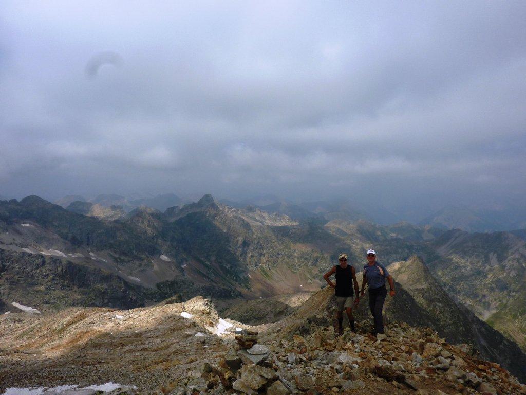 in direzione cresta di salita e sguardo verso La Paur
