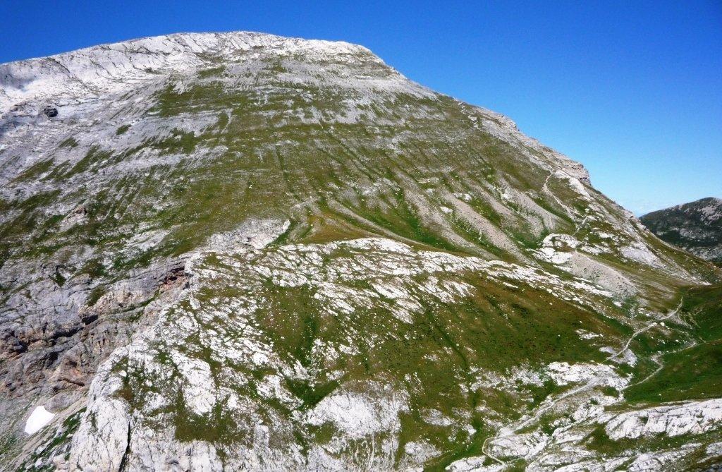 Il versante di salita alla cima del Mongioie