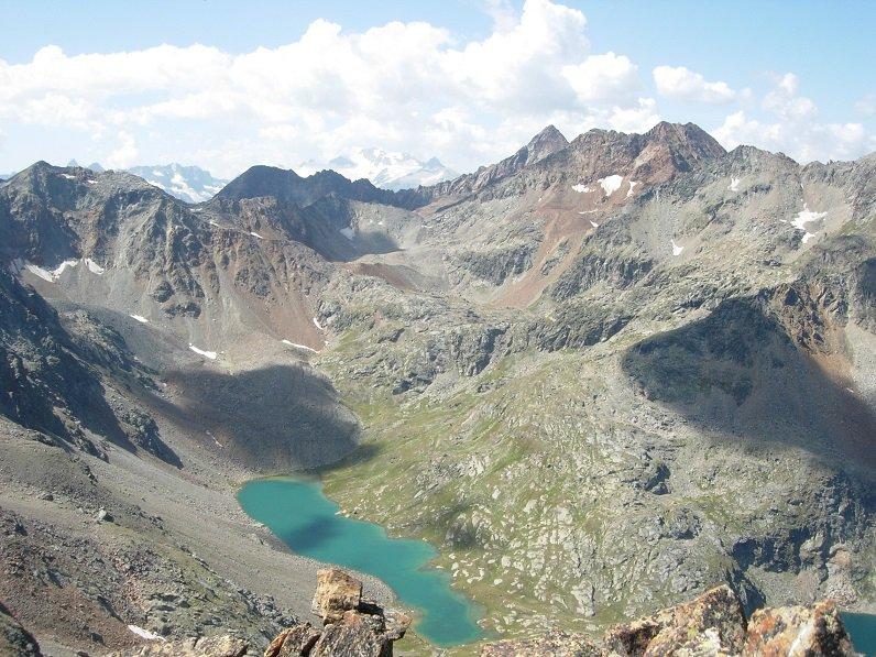 Dalla vetta il Lago Lungo con il Gran Paradiso sullo sfondo