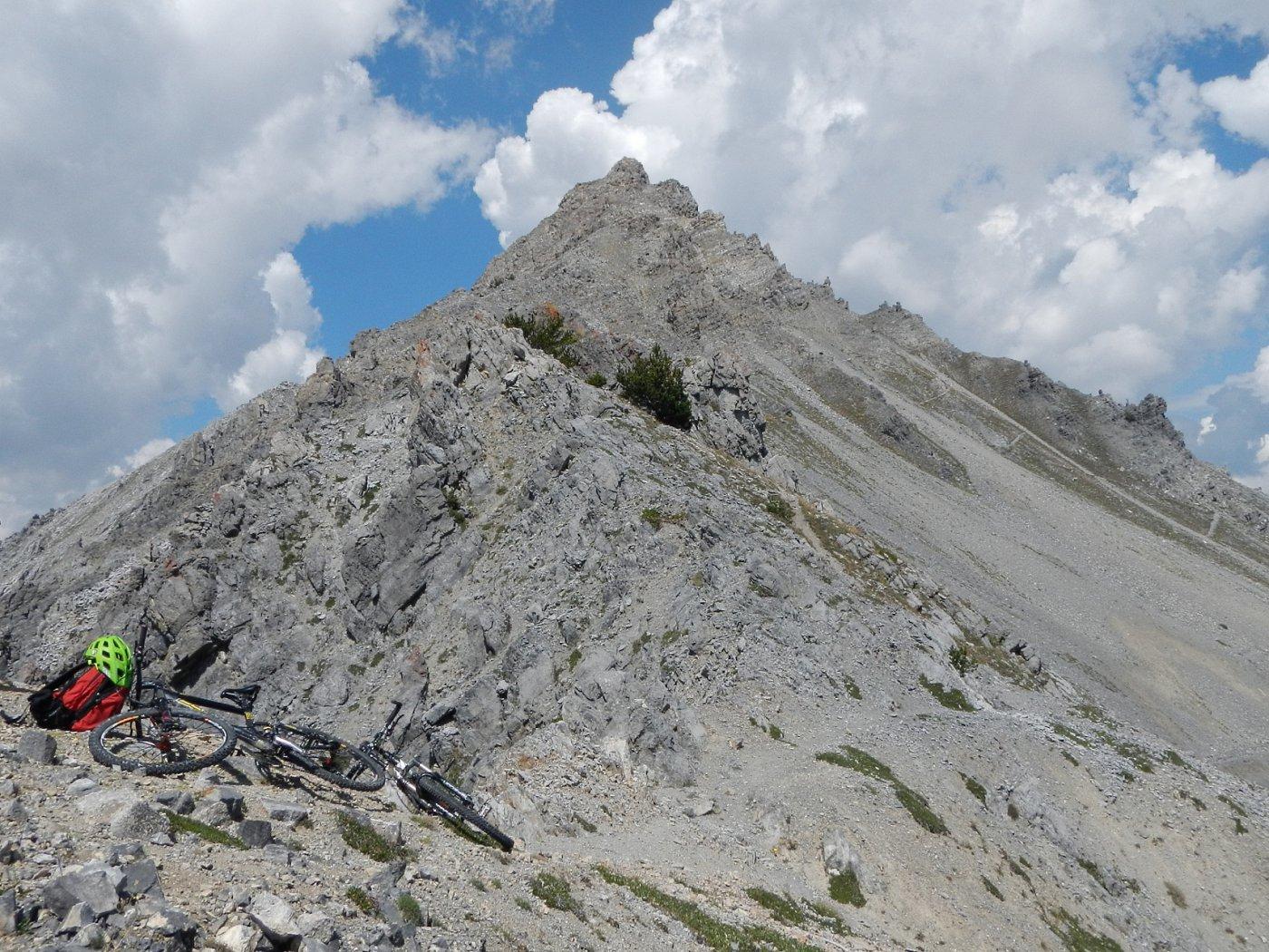 Punta Quattro Sorelle dalla via di cresta