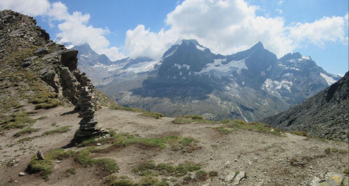Colle Grand Collet e vista sul Gran Paradiso e le sue cime