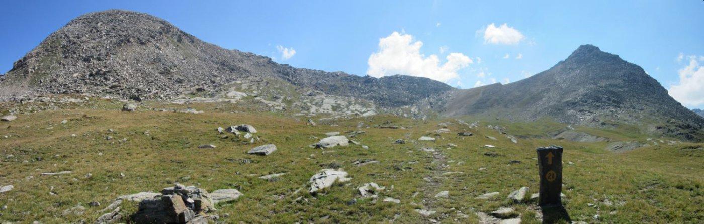 Sulla sx la cima di Arolley e sulla dx il Monte Giamtsanaz