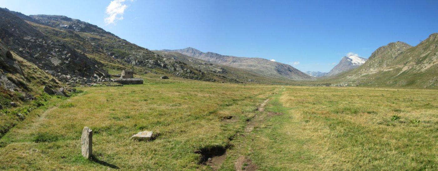 Piano del Nivolet e sulla sx bivo nei pressi dell'alpe Grand Collet