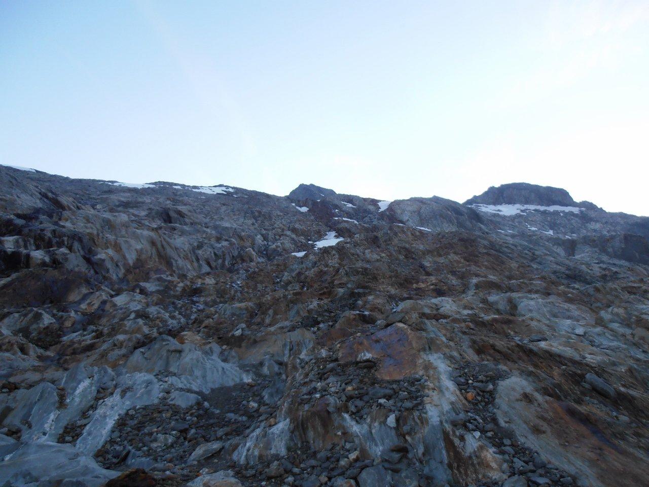 10 - al mattino si parte attraverso un labirinto di rocce lavorate dai ghiacciai