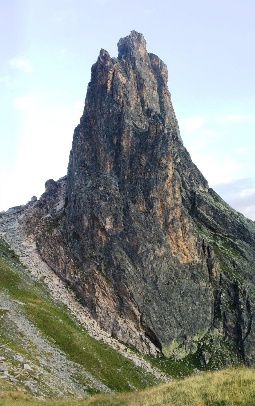 la magnifica silhouette della Rocca Castello