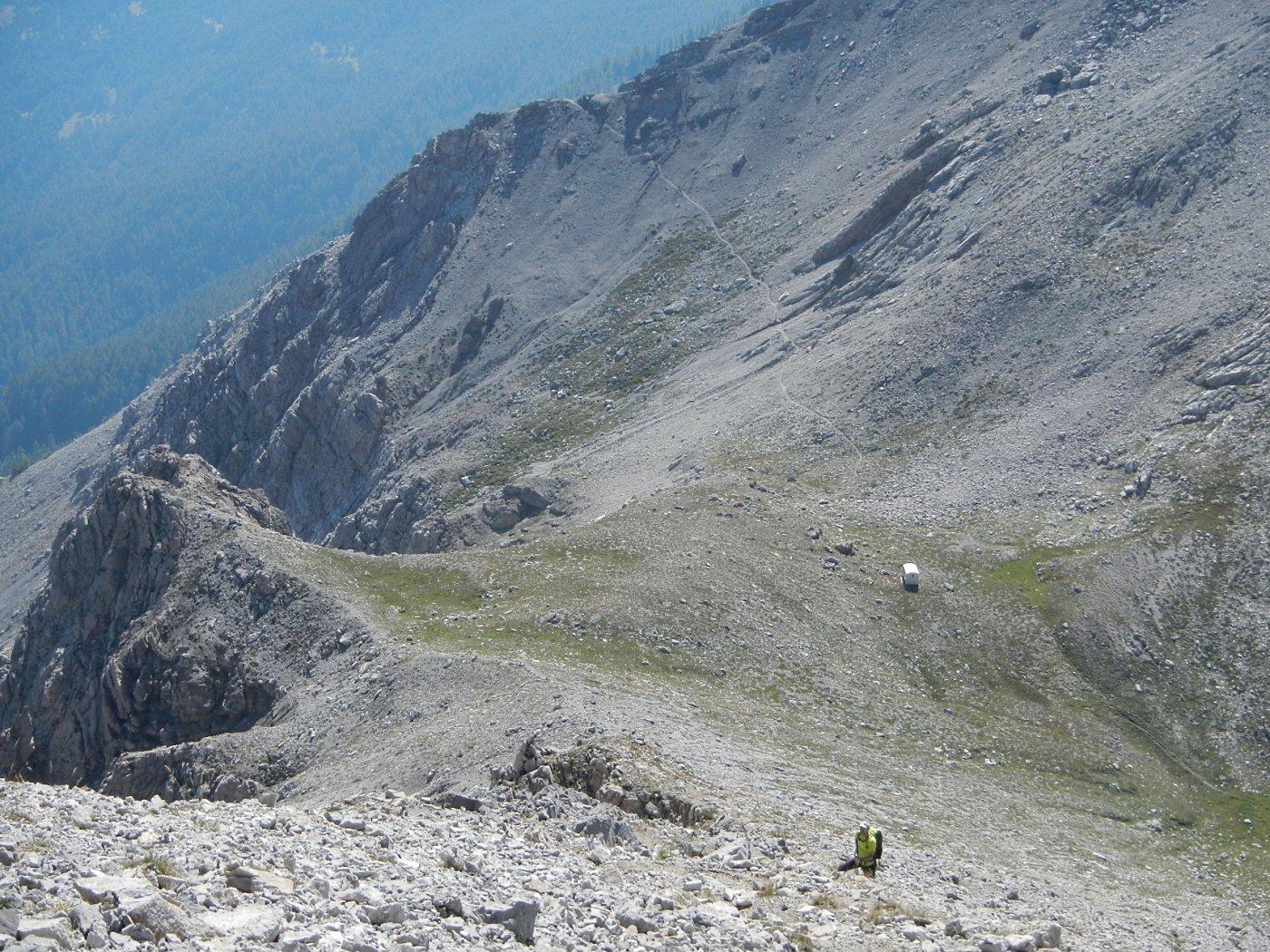 il bivacco Blanchetti visto dal sentiero di salita alla Grand'Hoche