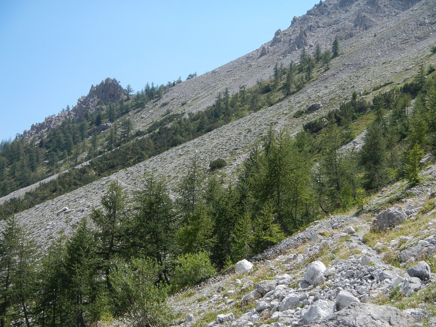 la Roche de la Garde vista (in discesa) dal sentiero Gianluca Molino