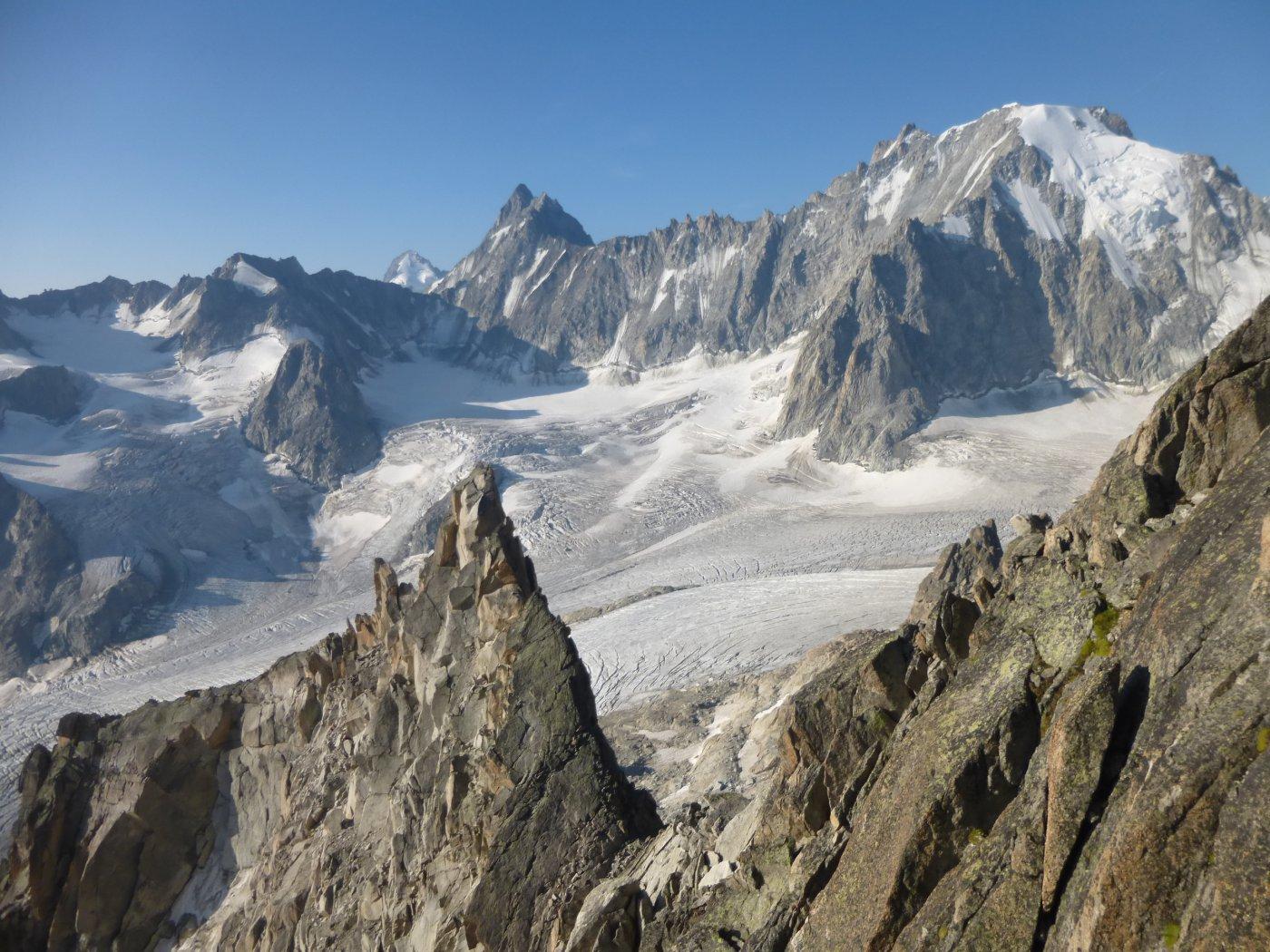 vista sull'Aiguille d'Argentiere e il ghiacciaio di Saleina dalla via di salita.
