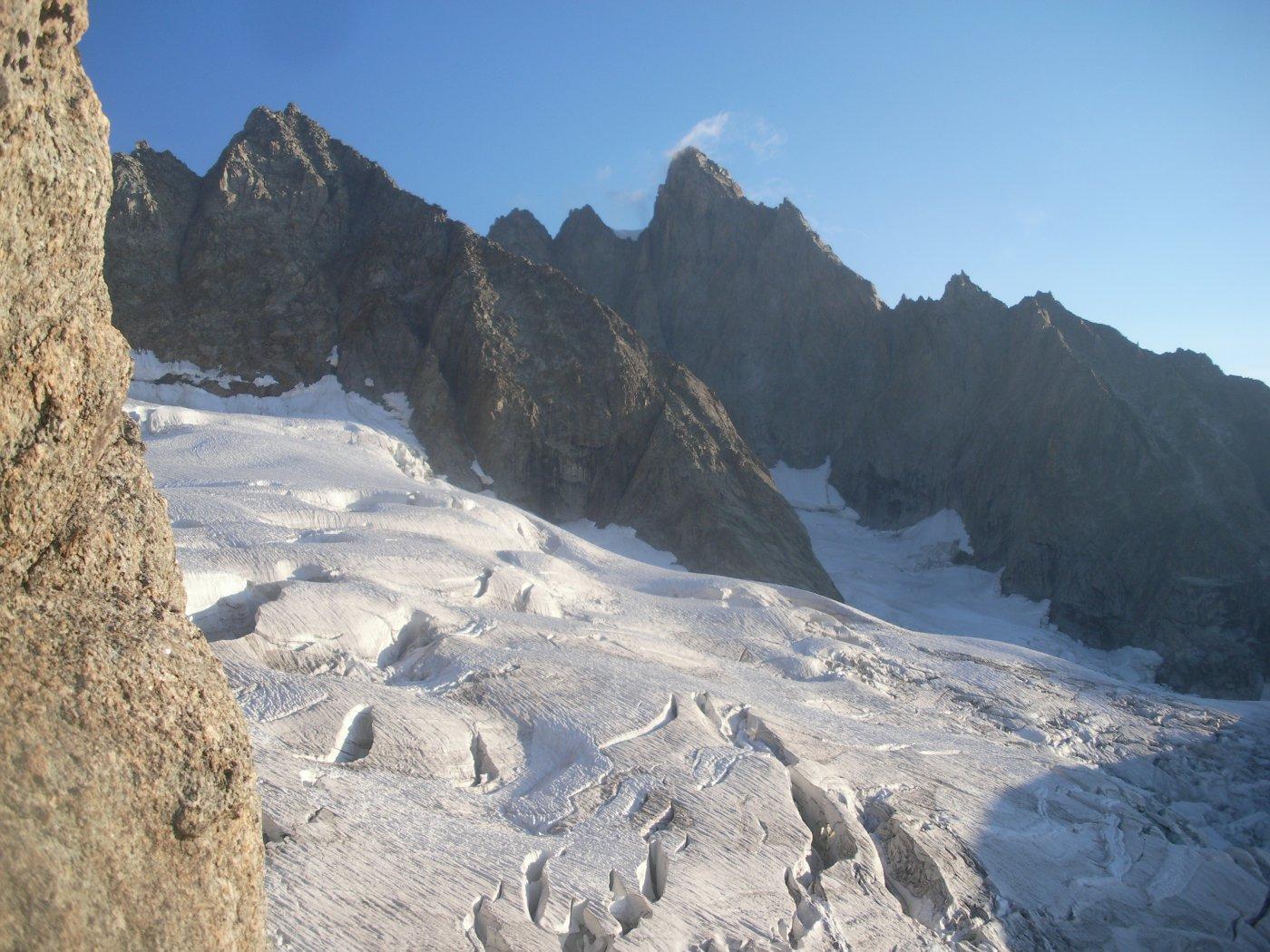 l'Aig. du Triolet dalla cresta Press alla Savoie..domina dall'alto il tormentato ghiacciaio di Triolet stesso..