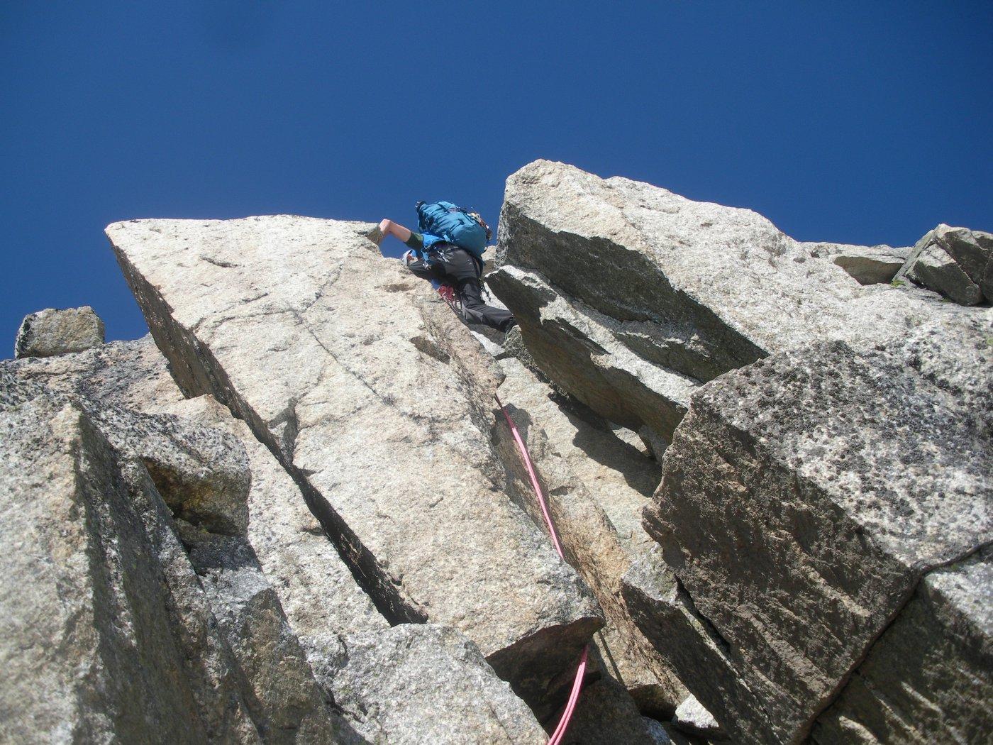 bel granito..per un'arrampicata aerea e sempre sostenuta..
